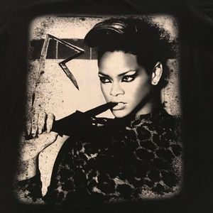 Torrid Rihanna T shirt black size Torrid 2